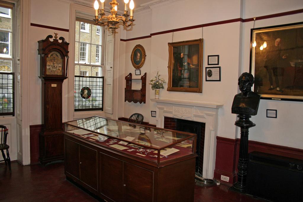 Музей Диккенса (Charles Dickens Museum)